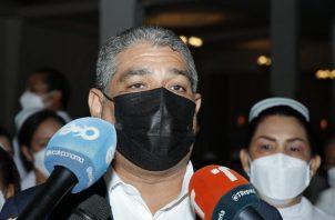 El ministro Luis Francisco Sucre dijo que ya se consiguió la partida en la Asamblea Nacional para pagar. Foto: Cortesía Minsa
