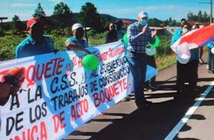 Los manifestantes portaban pancartas y globos de color verde y blanco. Foto: José Vásquez.