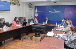 El ministro de Salud, Luis Francisco Sucre, encabezó la reunión con autoridades del Meduca, Pandeportes y Ministerio de Cultura. Foto: Cortesía Minsa