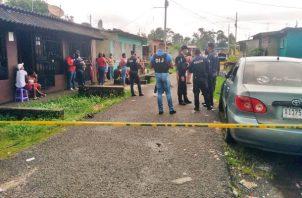El cuerpo de Rolando Duffio quedó tendido a un costado del vehículo y con la puerta abierta. Foto: Diomedes Sánchez