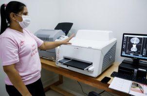 Solo 3 de cada 10 mujeres reconocen a la mamografía como método de detección temprana efectiva. Foto: EFE / Nathalia Aguilar