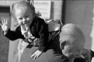 Abuelos, refuercen esos valores en su familia, es una manera muy fértil de hacer grandes ciudadanos. Foto: EFE.