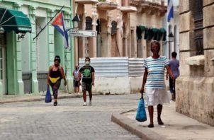 Cuba tiene en este momento una tasa de incidencia de 878.5 casos confirmados por 100,000 habitantes. Foto: EFE