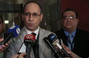 El abogado Alfredo Vallarino hizo un llamado al fiscal Aurelio Vásquez para que renuncie luego de lo que ha salido a relucir con la comparecencia del testigo protegido. Archivo