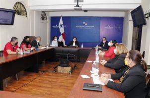 Representantes del Meduca y Coneupa se reunieron con las autoridades del Minsa. Foto: Cortesía Minsa