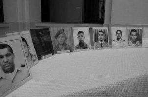 El 3 de octubre de 1989, oficiales de las Fuerzas de Defensa (FF.DD.), dirigidos por el mayor Moisés Giroldi, intentaron derrocar al general Manuel Antonio Noriega, quien recobró el control y los oficiales fueron fusilados en Albrook. Foto: Archivo.