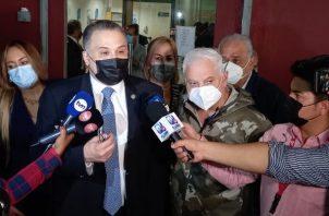 El abogado Alfredo Vallarino dijo que están trayendo personas que la fiscalía está llamado dos días antes para estarle mostrando documentación. Foto: Víctor Arosemena