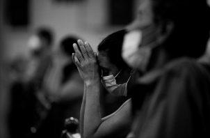 Dios es para nosotros tres personas en un solo Dios. Un ser todopoderoso, infinitamente misericordioso, sabio, amoroso, tierno, que está en todos lados. Foto: EFE.