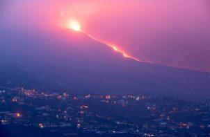 El nuevo volcán de Cumbre Vieja, en La Palma, comienza este miércoles su décimo octavo día de erupción. Foto: EFE