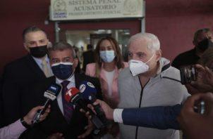 El expresidente Ricardo Martinelli y sus abogados defensores han denunciado todas las irregularidades de ese proceso. Foto: Víctor Arosemena