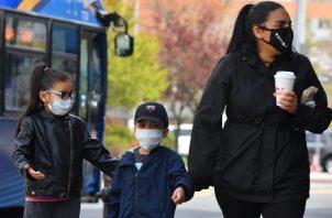 La pelea contra la norma de Florida deja exclusivamente en manos de los padres si sus hijos llevan o no mascarillas a la escuela. Foto: EFE