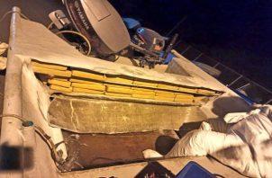Mediante un operativo de control de tráfico marítimo, se detectó la embarcación en la que transportaban un total de 269 paquetes de droga. Foto: Thays Domínguez