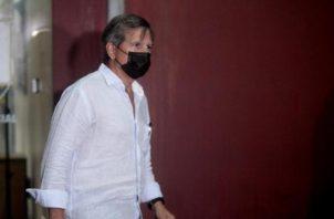"""El exdiputado José Luis """"Popi"""" Varela a su salida en una de las audiencias por el caso de los supuestos pinchazos telefónicos. Víctor Arosemena"""
