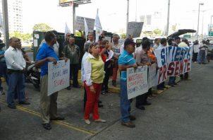 Los extrabajadores del IRHE llevan años protestando. Foto: Archivo