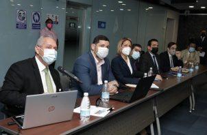 Representantes de diferentes sectores están sentados en la mesa técnica. Foto: Cortesía