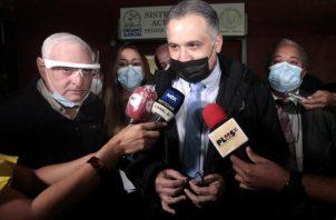 La defensa de Ricardo Martinelli resaltó los constantes llamados de atención que le hizo el Tribunal a Mitchell Doens. Víctor Arosemena