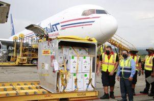 Llegada hoy a Panamá del nuevo embarque de dosis de Pfizer contra la covid-19. Foto: Cortesía Minsa