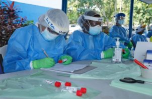 La población de Panamá lleva año y medio usando de forma obligatoria mascarillas para evitar el contagio de la covid-19. Foto: Grupo Epasa