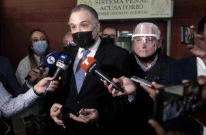 El abogado Alfredo Valarino Alemán debe continuar en el día de hoy con el contrainterrogatorio a Mitchel Doens. Víctor Aosemena