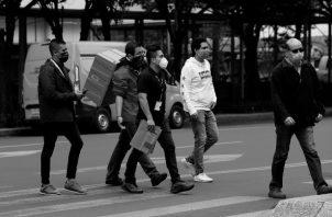 La crisis socioeconómica sirve para reducir más nuestras libertades, un círculo vicioso que surge por la ausencia de cuerpos intermedios que protejan los derechos naturales de la comunidad. Foto: EFE.