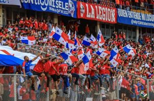 Fanáticos de Panamá.en el estadio Rommel Fernández. Foto: Fepafut