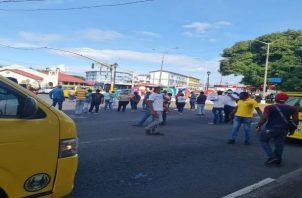 Los manifestantes aseguran que entregaron toda la documentación a la Autoridad de Tránsito y Transporte Terrestre y hasta la fecha no les han dado respuesta. Foto: Diomedes Sánchez