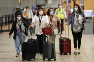 Los viajeros internacionales completamente vacunados no deberán cumplir cuarentena una vez llegan a territorio estadounidense. Foto: EFE