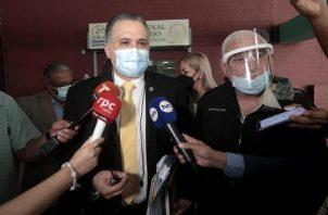 Abogado Alfredo Vallarino y Ricardo Martinelli, ayer durante la culminación del juicio. Víctor Arosemena