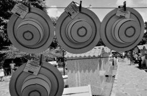 Exhibición de Sombreros pinta'o, con nombre del artesano, la comunidad y el tipo, de acuerdo con la categoría. Un jurado evalúa el mejor tejido y cantidad de vueltas y ese resulta ganador. Foto Cortesía: Nilson Ramiro Saldaña Ortiz.