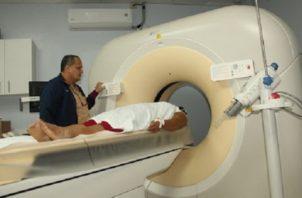 El equipo es utilizado por diversas especialidades médicas. Foto: Archivo