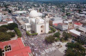 Al menos en los últimos tres Gobiernos, ningún presidente había enfrentado varias protestas contra sus políticas con miles de personas. Foto: EFE