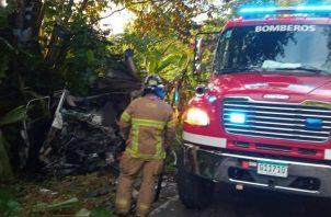 Bomberos y  paramédicos de la CSS acudieron al área del accidente. Foto: Mayra Madrid
