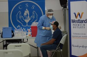 Panamá comenzó con el proceso nacional de vacunación contra la covid-19 el 20 de enero de 2021. Foto: Cortesía @CSSPanama