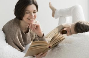 La lectura en solitario de este género puede generar actos de autoerotismo y en pareja, ayuda descubrir otras formas de vivir el erotismo. Ilustrativa / Freepik