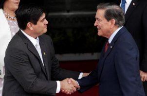 El presidente de Panamá, Laurentino Cortizo (dcha.), recibirá a su homólogo costarricense, Carlos Alvarado, en ciudad de Panamá (Panamá). Foto: EFE