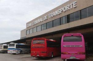 La Canatra se declaró en alerta ante esta situación y nombró una comisión interprovincial para defender los derechos adquiridos por los transportistas aguadulceños en la terminal On D'Go Aguadulce. Foto: Archivo