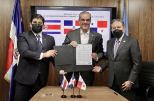 Los presidentes de Costa Rica, Carlos Alvarado (izq.); República Dominicana, Luis Abinader, y Panamá, Laurentino Cortizo, firmaron la Alianza para el Fortalecimiento de la Institucionalidad Democrática.