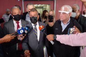 El expresidente Ricardo Martinelli y su defensa denuncian una serie de irregularidades del juicio de los supuestos pinchazos. Foto: Grupo Epasa
