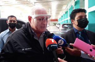 El expresidente Ricardo Martinelli da declaraciones a su llegada hoy al Sistema Penal Acusatorio de Plaza Ágora. Foto: Víctor Arosemena