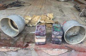 El cilindro fue abierto con un equipo de soldadura para dar con la droga. Foto: Diomedes Sánchez.
