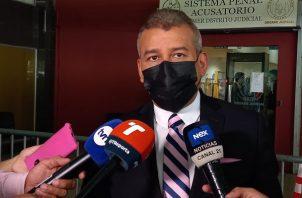 El abogado Sidney Sittón dijo que la evidencia se plantó dentro del juicio por los supuestos pinchazos telefónicos. Foto: Víctor Arosemena