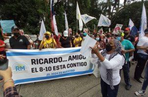 Miembros de Realizando Metas exigen a la Corte Suprema de Justicia mantenerse firme y no ceder a presiones. Foto: Víctor Arosemena