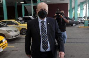 El exmagistrado Erasmo Pinilla ayer, durante su comparecencia en la audiencia, en la cual no pudo vincular a Ricardo Martinelli. Foto: Víctor Arosemena