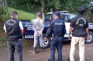 En el corregimiento de Los Asientos, distrito de Pedasí fue detenido un ciudadano presuntamente implicado en el homicidio de un adulto mayor. Foto: Cortesía de Proteger y Servir
