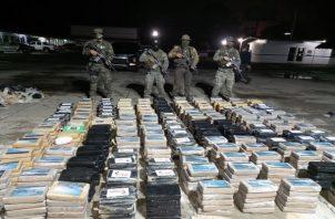 Los 817 paquetes de la droga incautada fueron trasladados a la ciudad de Santiago a la sede principal de la Policía Nacional. Foto: Melquiades Vásquez