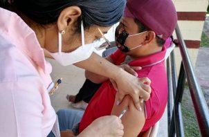 Hasta hoy, en Panamá se han aplicado 5,769,734 dosis de vacunas contra la covid-19 tanto de Pfizer como de AstraZeneca. Foto: Cortesía Minsa