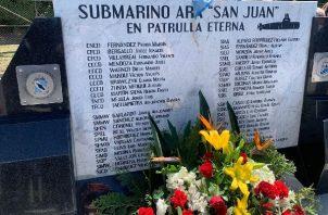 """""""44 corazones laten ahí abajo y millones de lágrimas por ustedes inundan nuestro ser"""", mensaje a la víctimas del Ara San Juan. Foto: @Los44AraSJ"""