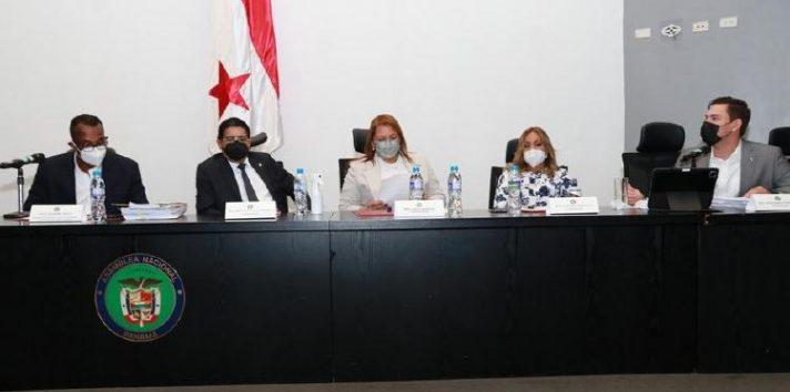 Integrantes de la Comisión de Credenciales de la Asamblea para el periodo 2021-2022, que el martes celebró su primera reunión. Foto: Cortesía