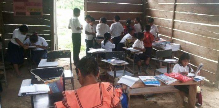 Los educadores trabajan en áreas de difícil acceso del país. Foto: Archivo