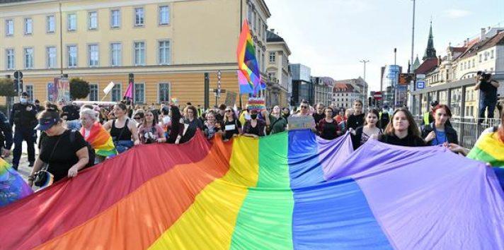 Vista de una bandera del colectivo LGBT. Fotografía de archivo. EFE